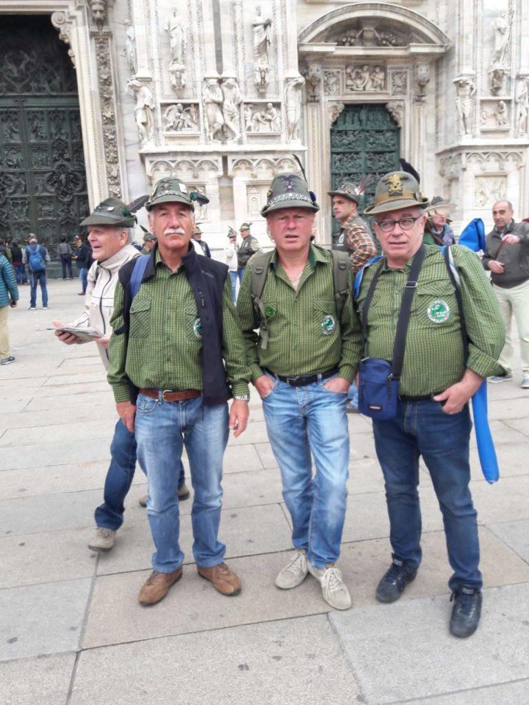 Parte del gruppo davanti al Duomo