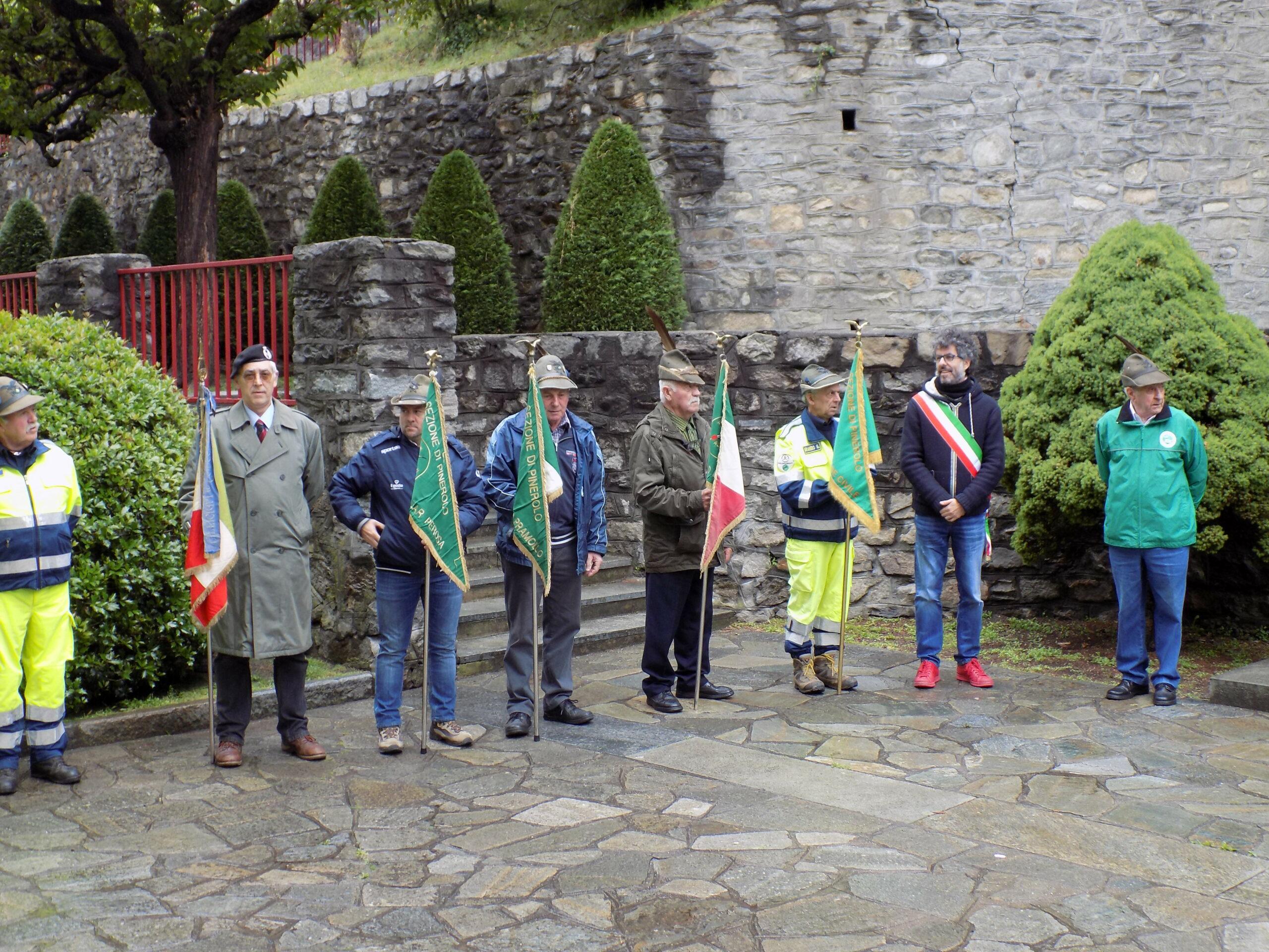 Gli Alpini e le autorità