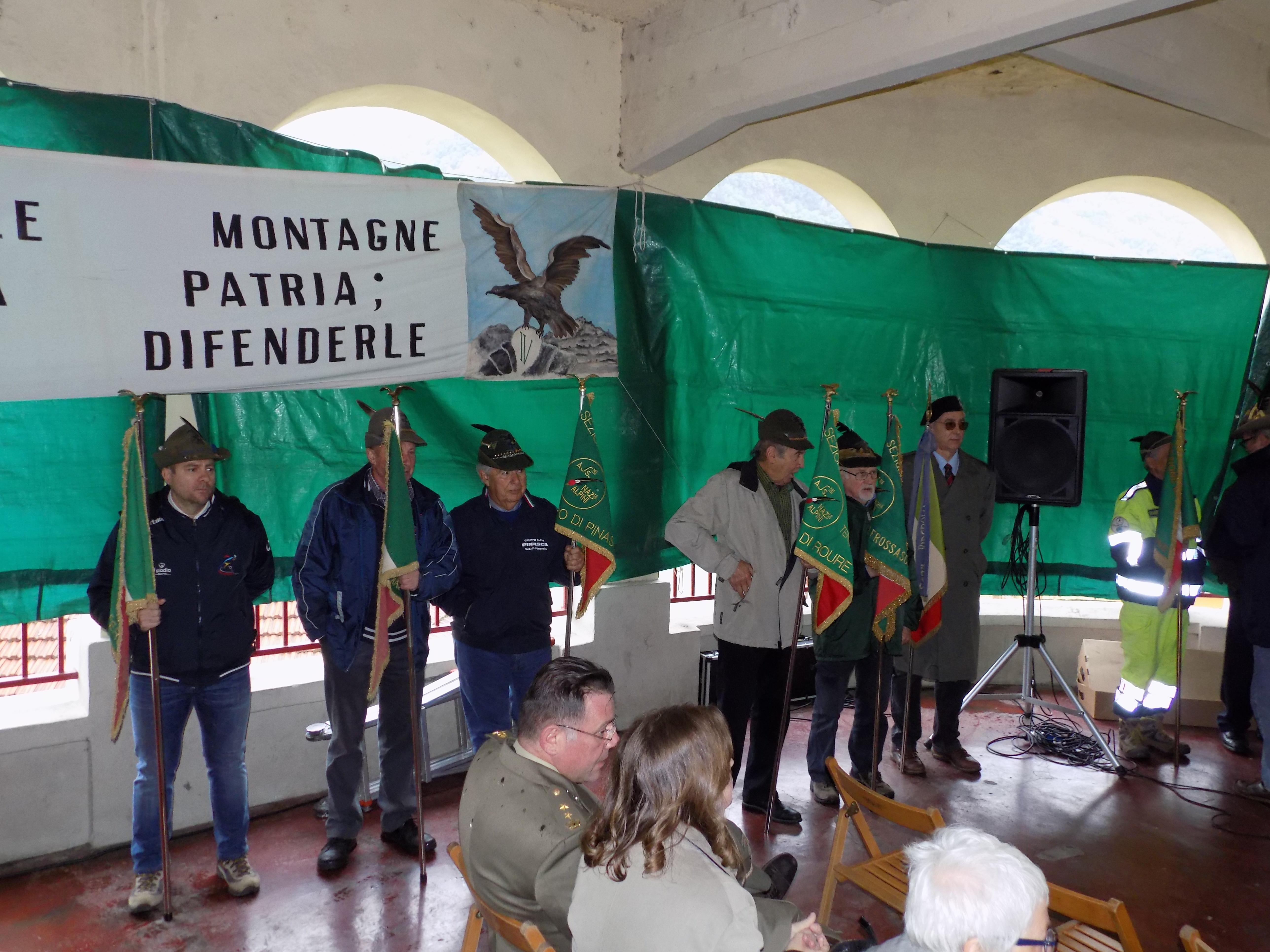 La cerimonia e gli alpini
