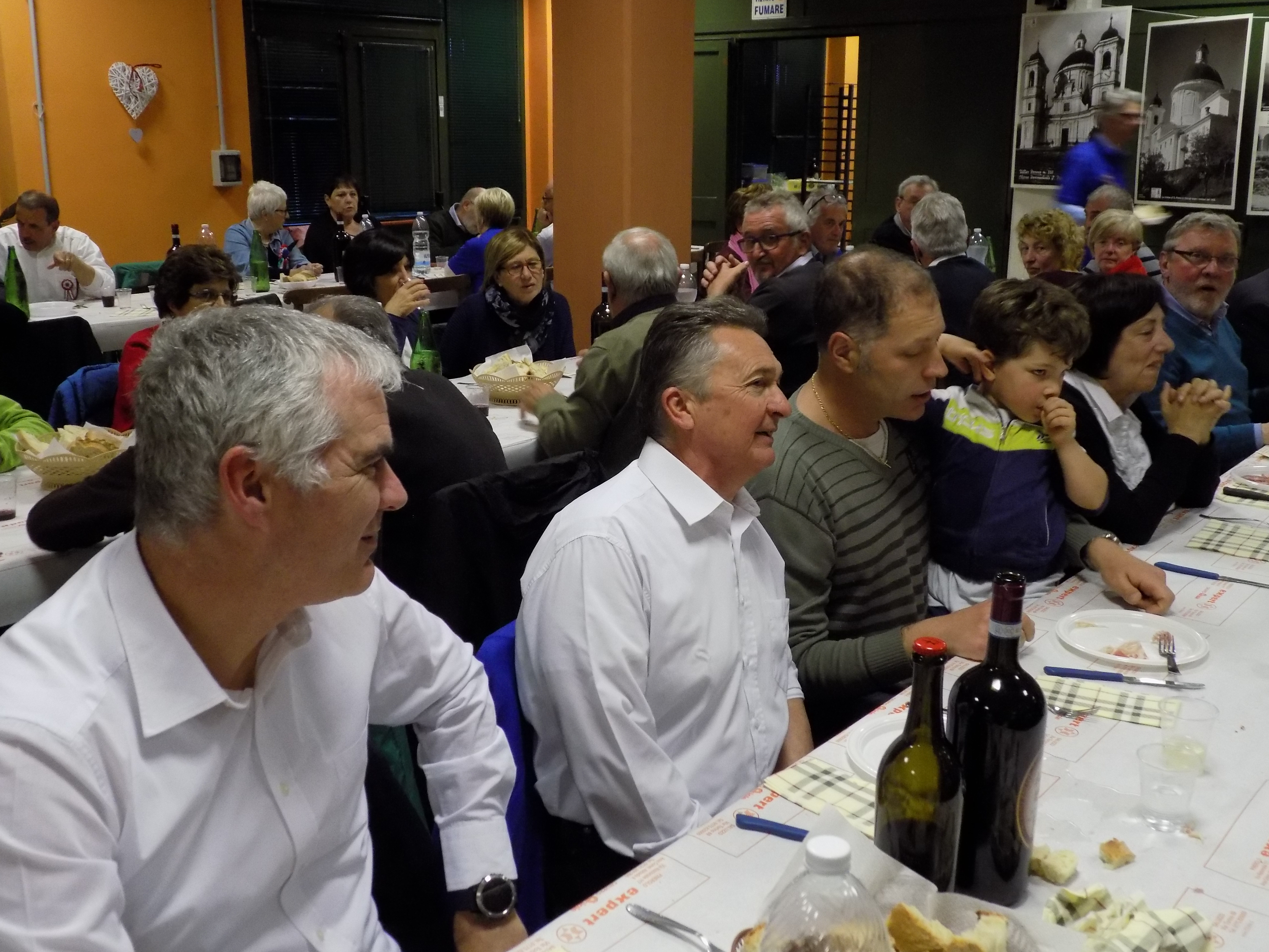 La cena del sabato commensali e Alpini