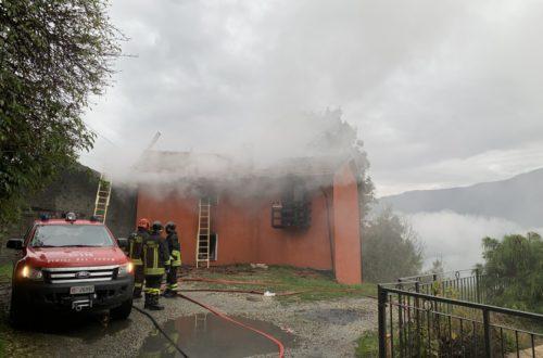 La casa in fiamme di Mauro Gigli